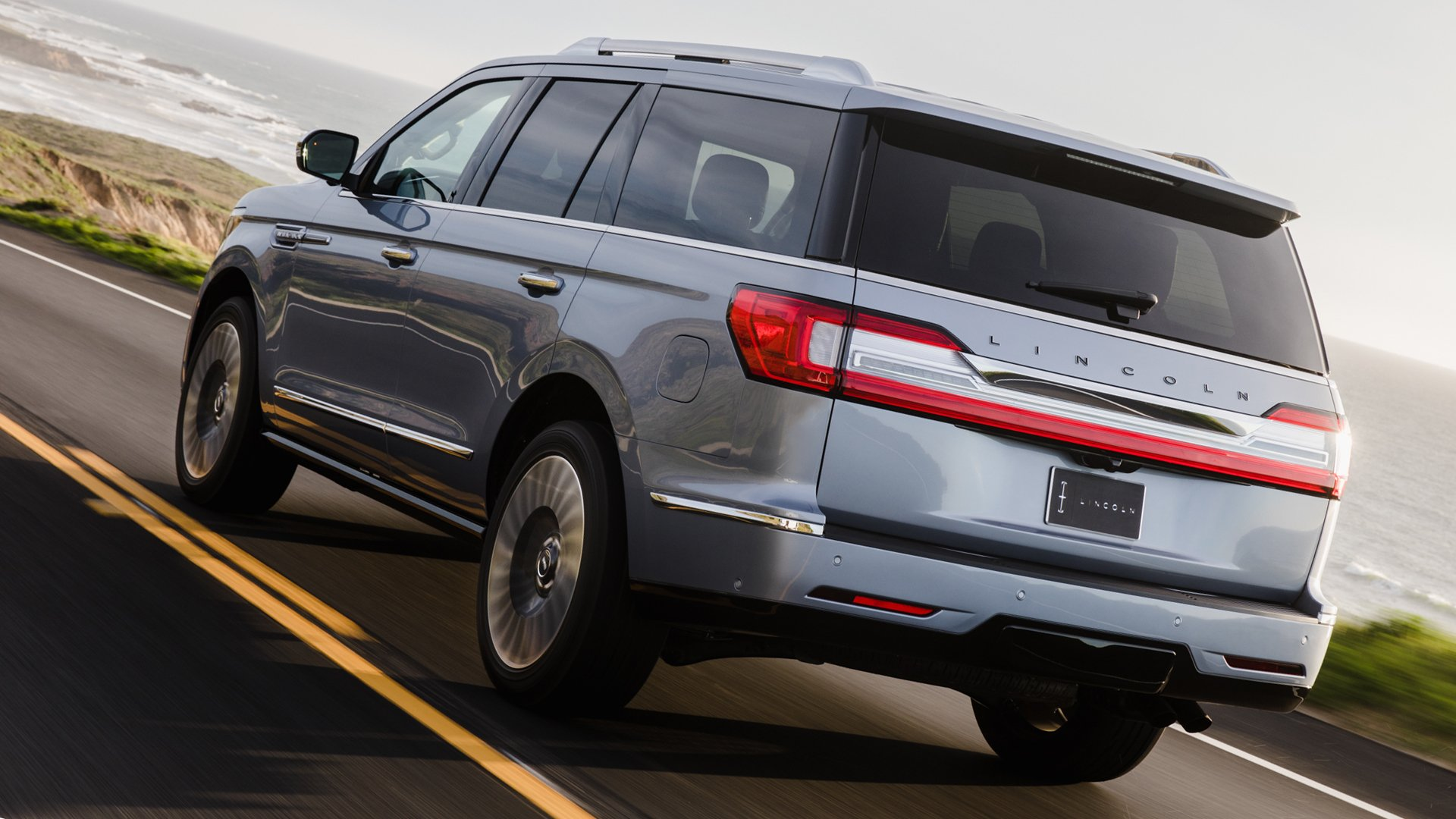 Lincoln Navigator 2018 Back View HD