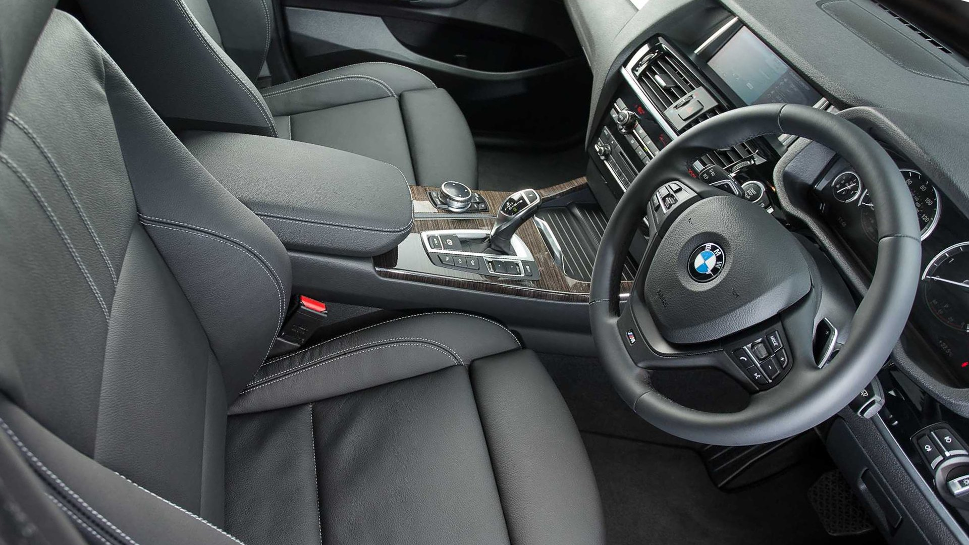 New 2019 BMW X4 Interior Design