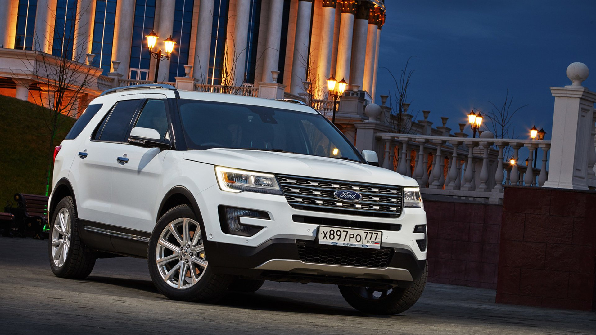 White Ford Explorer 2019 HD