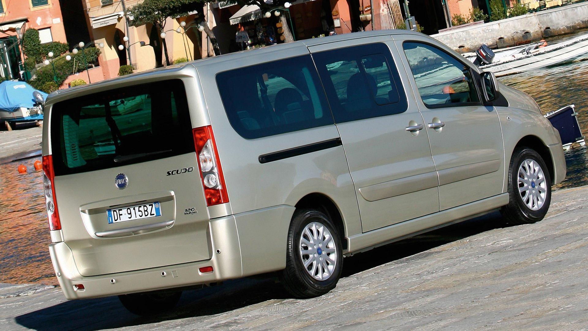 Fiat Scudo 2018 Back View HD
