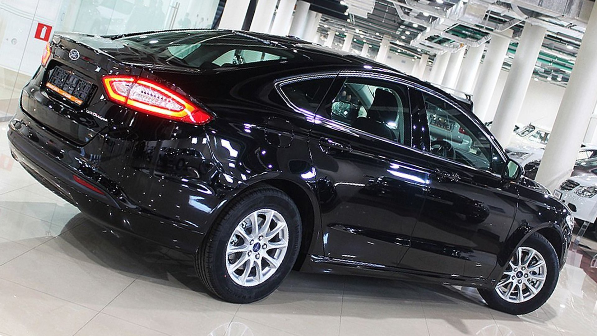 Black 2019 Ford Mondeo Full HD