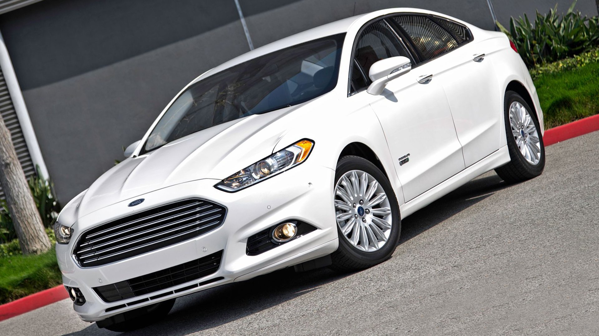 Ford Mondeo White Full HD