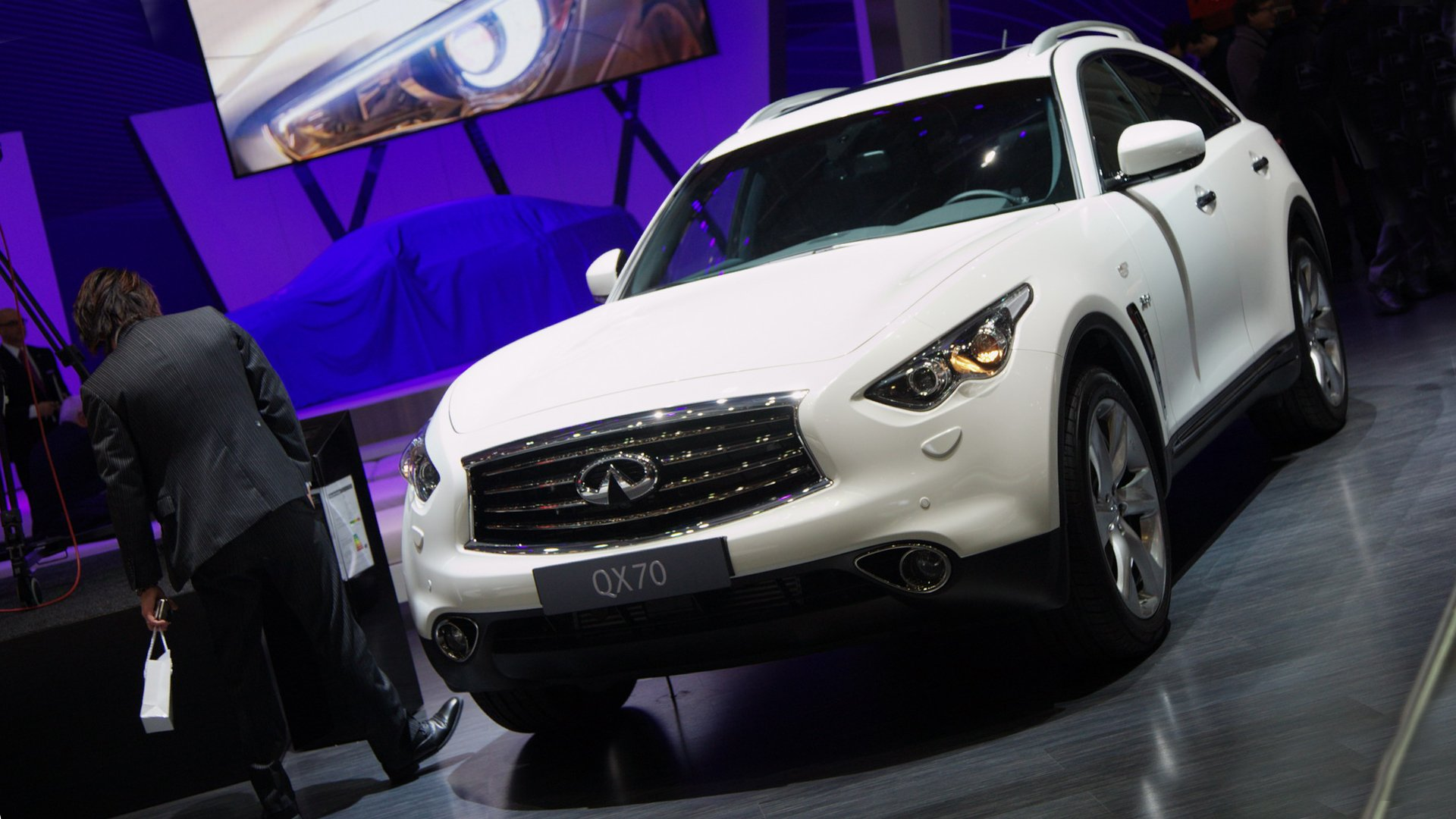 New 2019 Infiniti QX70 Specs Features