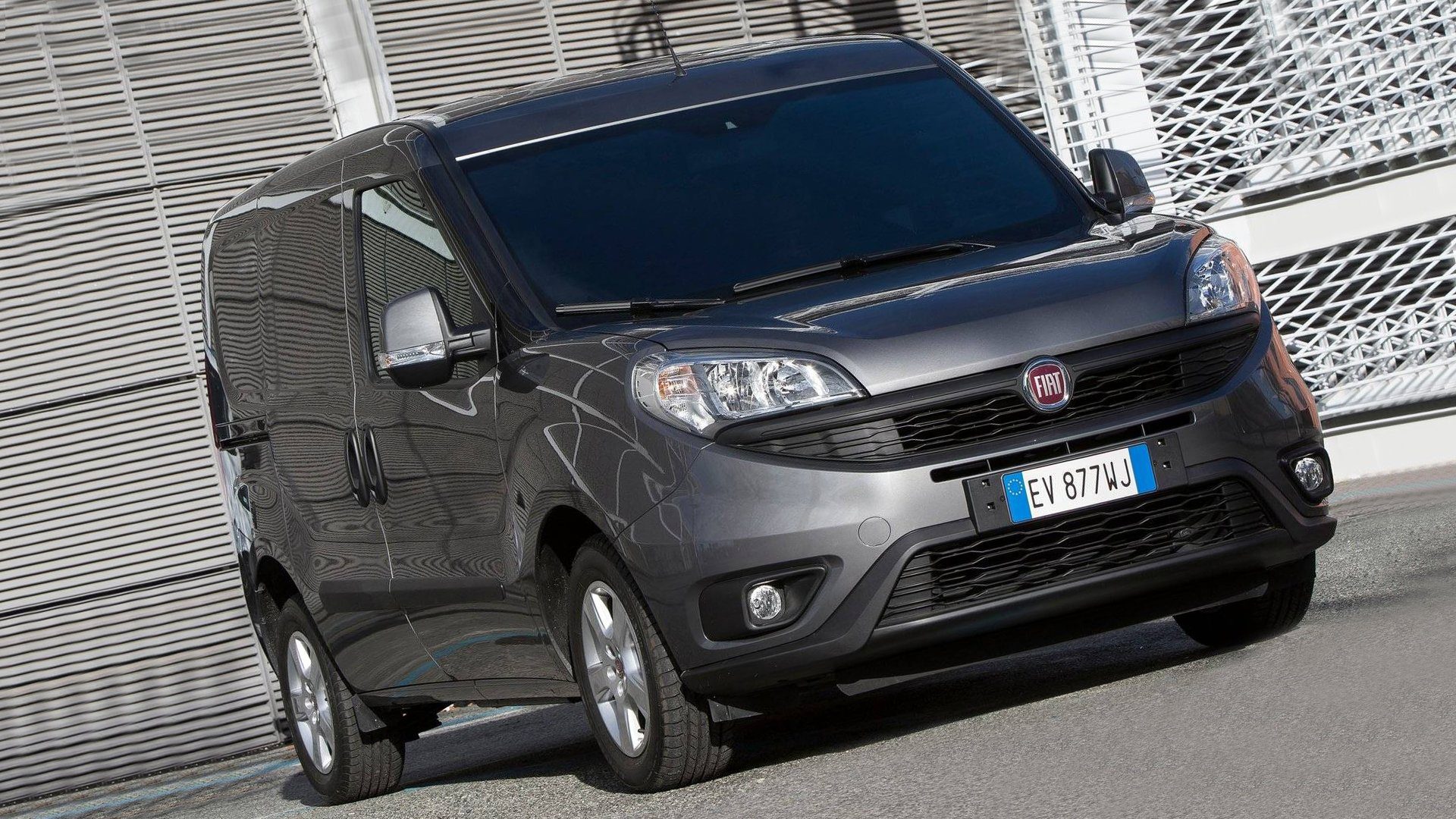 Black Fiat Doblo HD